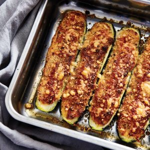 Zucchini stuffed with Almond & Cheese