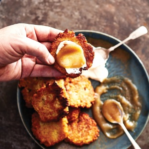 Latkes with sour cream & apple sauce